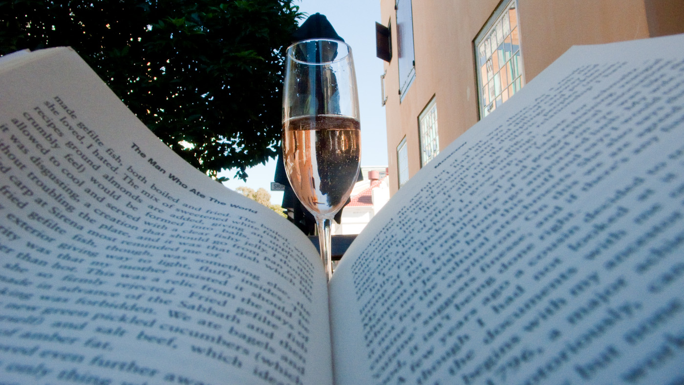 @Caveau reading a book=